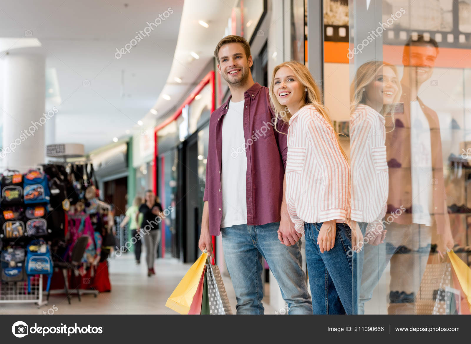 9d47237617 Young Happy Couple Paper Bags Walking Out Store Shopping Mall — Stock Photo