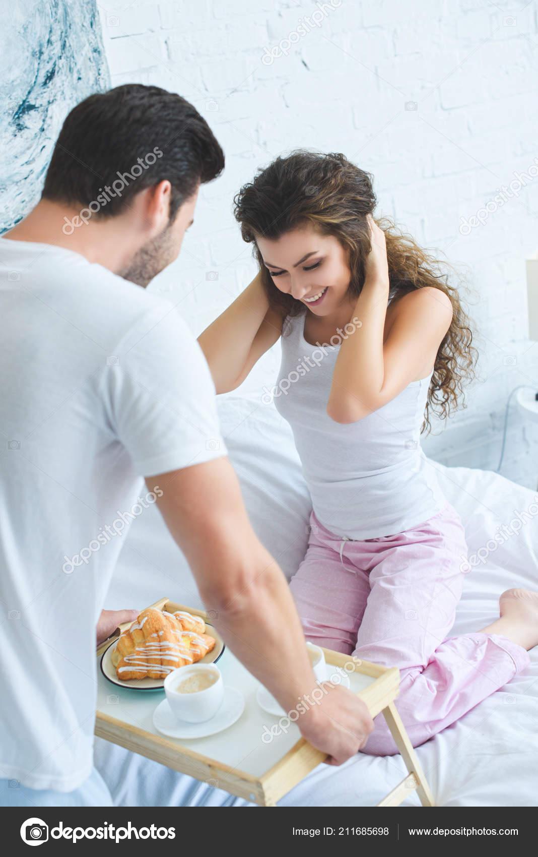 Молодая подруга в его постели, домашнее любительское частное русское порно видео смотреть