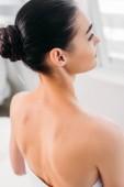 nő akupunktúrás kezelés a spa szalon
