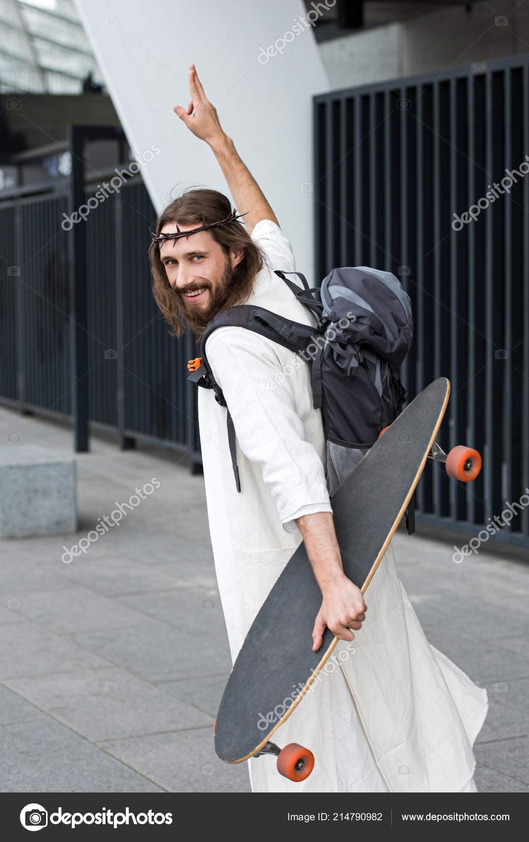 Épines Montrant Robe Avec Couronne Jésus Longboard Dans Souriant dBeCxo
