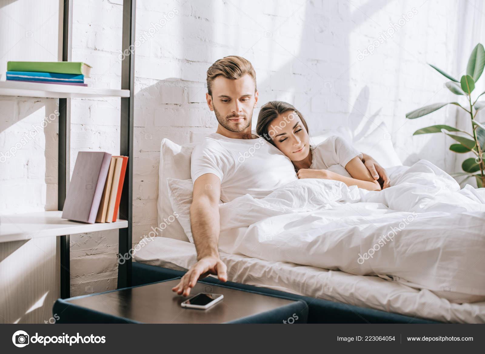 Молодая подруга в его постели #14