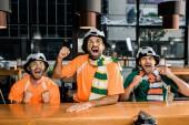 Fotografie Fußball-Fans Fussball Spiel und feuerten in bar
