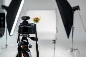 Detailní pohled kamery profesionální foto v ateliéru