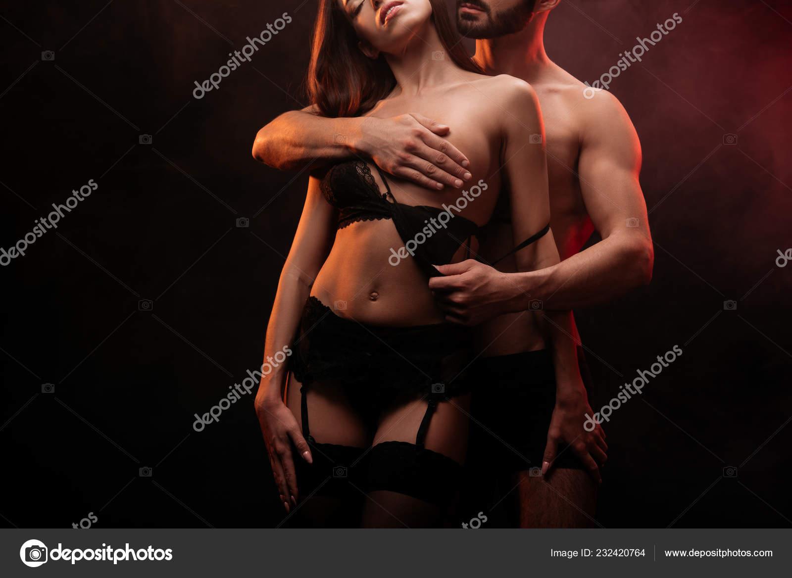 Неизвестный мужик раздевает девушку #13