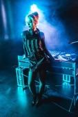 dj felszerelés füst Nightclub közelében gyönyörű dj lány
