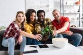 a nappaliban élő vidám, multikulturális barátaink szelektív fókusza