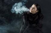 nő a halál jelmez dohányzás cigaretta fekete