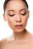 attraktive nackte asiatische Frau mit sauberem Gesicht, isoliert auf weiß