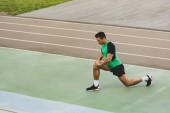 vegyes versenysportolót a stadionon keresztül terjedő sportruházat