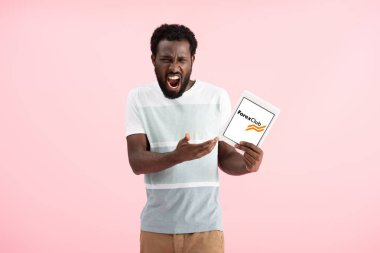 KYIV, UKRAINE - MAY 17, 2019: emotional african american man shouting and showing digital tablet with forex club app, isolated on pink stock vector