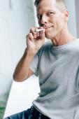 jóvágású ember dohányzás tompa orvosi kannabisz apartman
