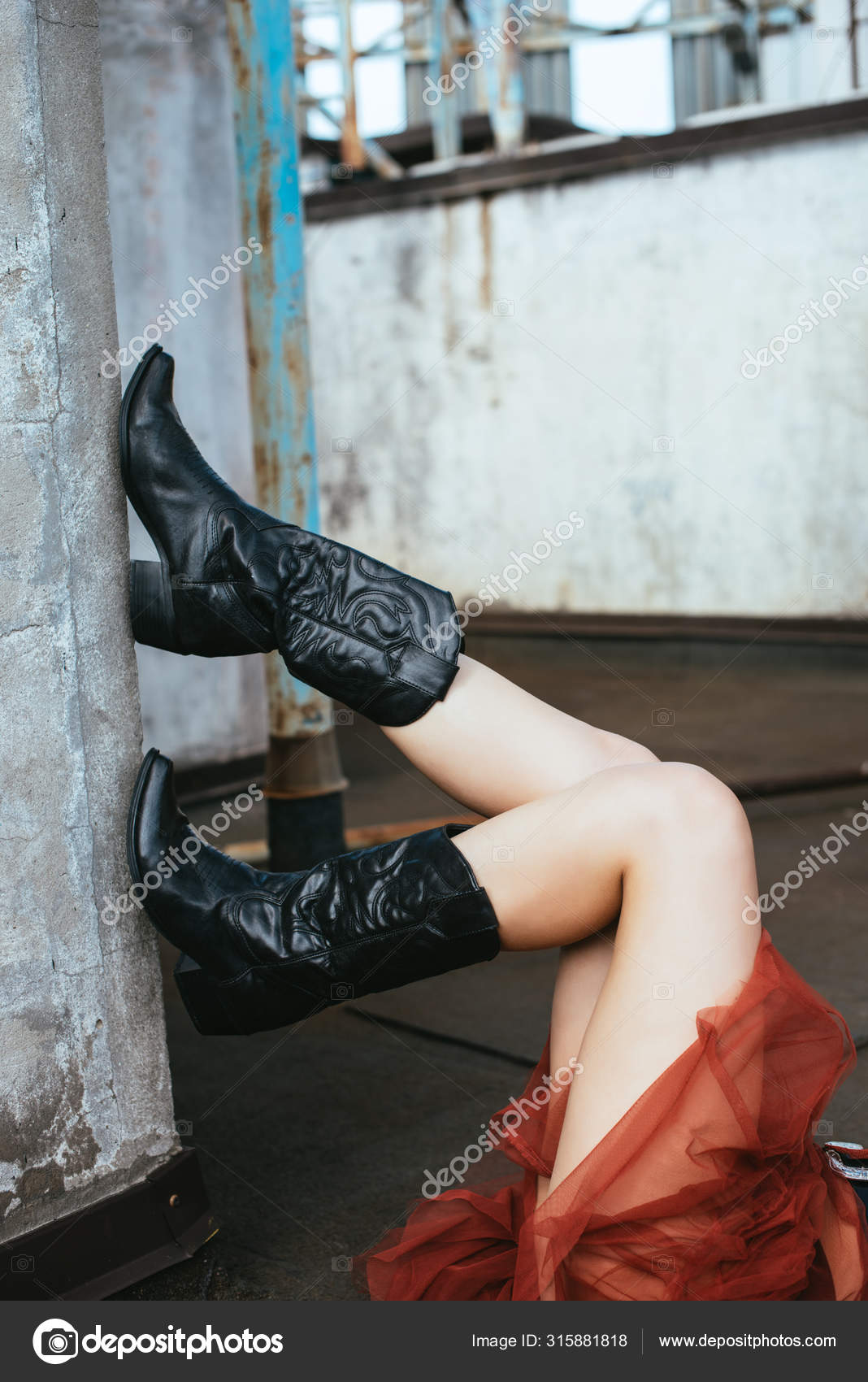 Girl Cowboy Boots Urban Roof — Stock