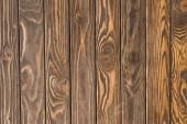 vrchní pohled na dřevěný hnědý texturovaný povrch