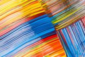 elvont színes háttér festék ecsetvonások