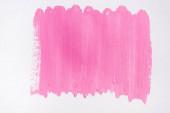Draufsicht auf abstrakte pinke Pinselstriche auf weißem Hintergrund