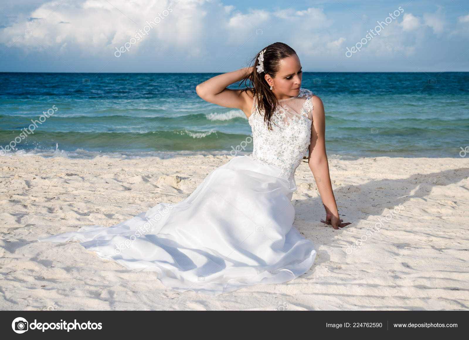 Mujer Con Playa Tropical Vestido Novia Foto Madura De — Stock Una MUGzqSVp