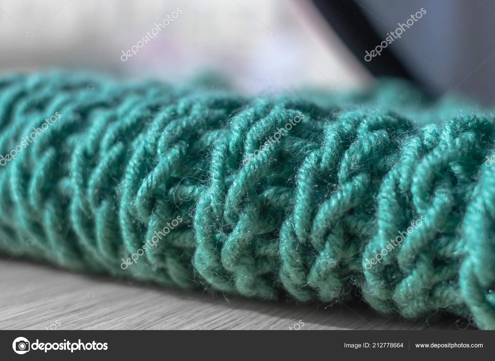 37f9105d5f Πλέξιμο Βελόνες Πλεξίματος Μια Snod Μαλλί Κασκόλ Ένα Ζεστό Πλεκτό —  Φωτογραφία Αρχείου