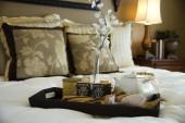 hangulatos, kényelmes ágyakkal és párnák