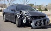 Fotografie Auto crash scény - vozidlo odtahovány pryč a policejní auto