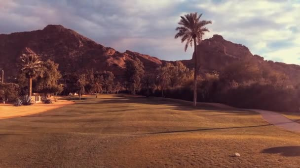 Festői sivatagi táj Scottsdale, Phoenix, Arizona, Camelback Mountain jellegét meghatározza egy teve alakú, és egy népszerű túra a helyiek és a turisták.