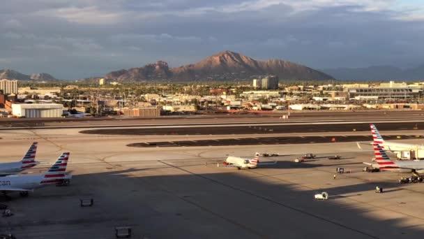 Phoenix, Az, a Usa - 10.14.18: Phoenix Sky Harbor International Airport idő telik el, hogy ez a polgári-katonai nyilvános repülőtér 3 mérföldre délkeletre a downtown Phoenix.