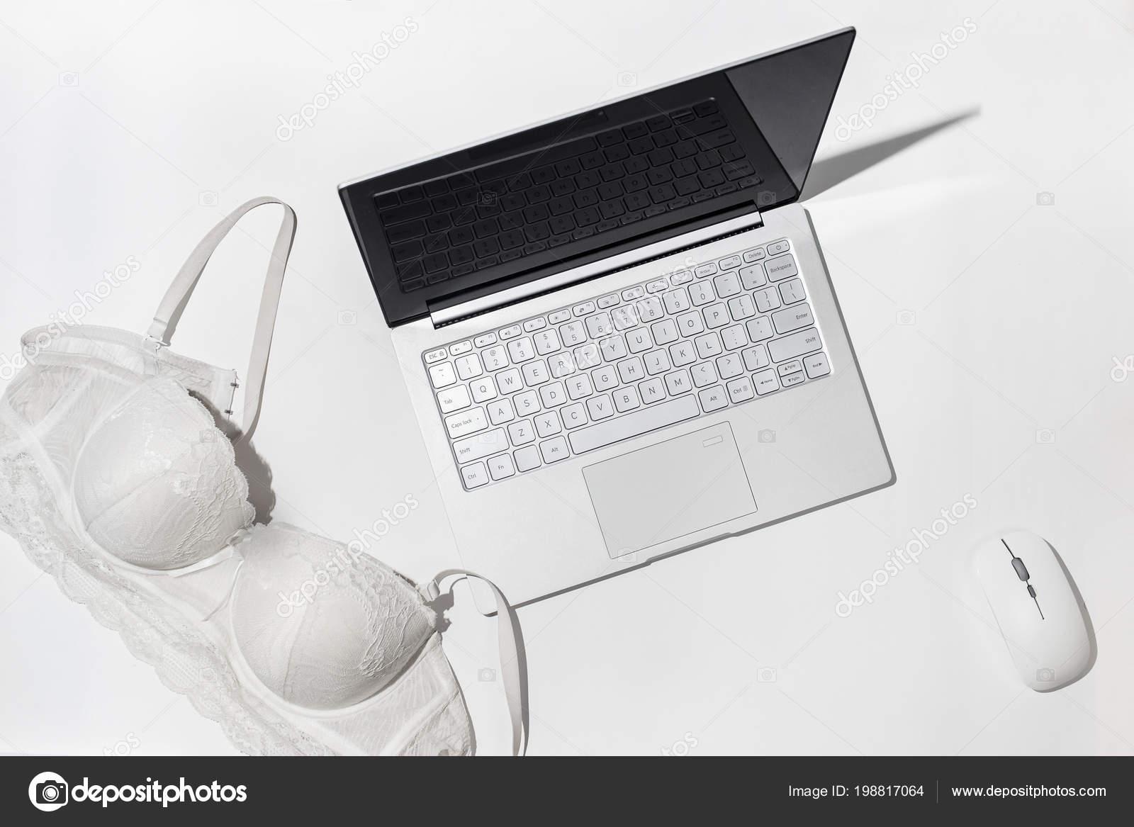 trahayutsya-virtualniy-seks-eroticheskiy-otsasivayushih