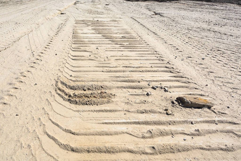 Traces of tire treads on the sand.