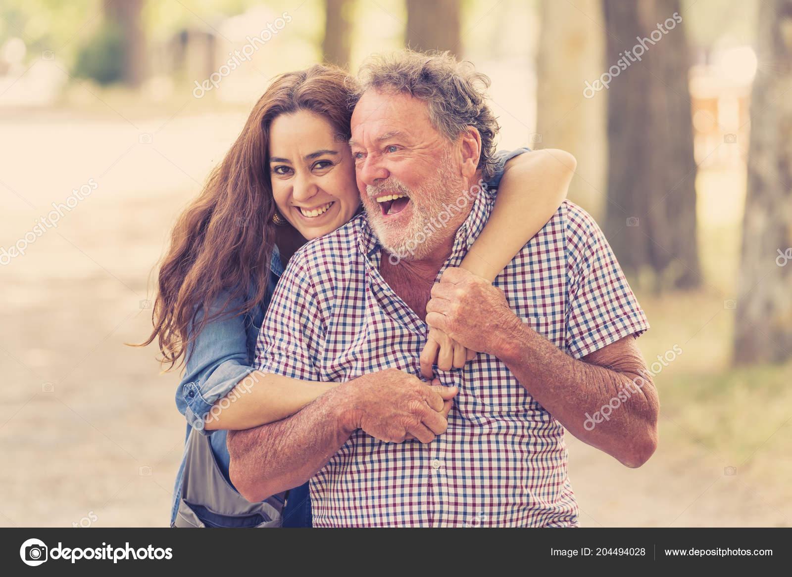 μπαμπάδες και οι κόρες τους που χρονολογούνται