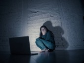 Fotografie Woman suffering Internet cyber bullying