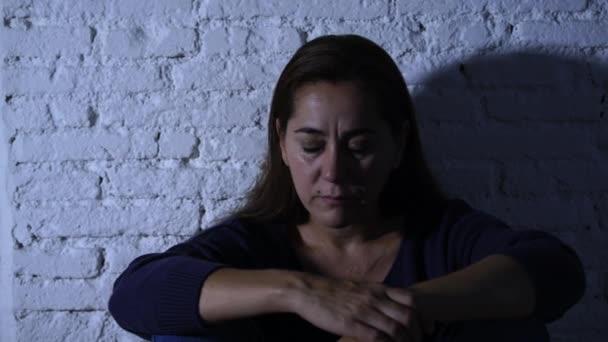 Magányos nő szenved depresszióban