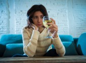 Photo Portrait of sad, unhappy, helpless woman drinking wine. Human emotions, depression and alcoholism