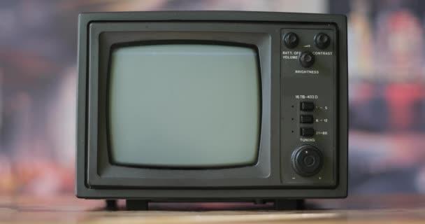 Vintage televíziókészülék fehér zajjal