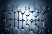 siluety různých prázdných sklenic s odrazy, Grey