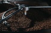 Tradiční kávy pražírna chlazení čerstvého pražených kávových zrn