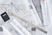 pohled shora architekt modrotisky, pravítko, úhloměr, Kalkulačka a rozdělovač