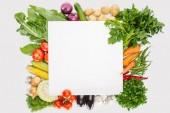 pohled shora na složení potravin s podzimní sklizeň s prázdné místo uprostřed izolované na bílém