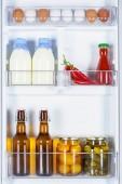 Fényképek tojás, üveg tejet és a tartósított zöldségek a hűtőszekrény