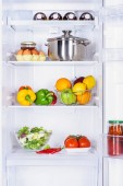 Fényképek gyümölcsök, zöldségek és pan, a tojás, a hűtőszekrény