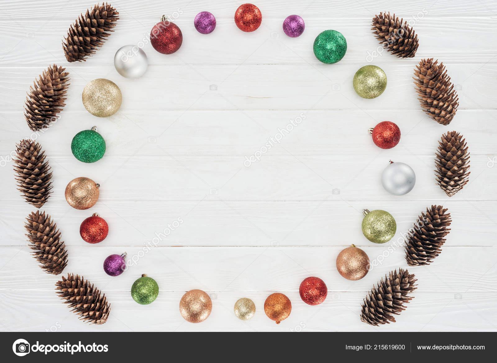 Bovenaanzicht Van Mooie Glanzende Kleurrijke Kerstballen