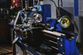 Fotografie selective focus of industrial machine tool at manufacture factory
