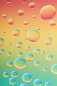 Fotografie close-up view of beautiful calm transparent water drops on bright abstract background