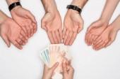 oříznutý pohled ženy dávat skupina lidí ruské bankovky izolované Grey