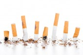 Műterem lövés, cigaretta, dohányáru, elszigetelt fehér, dohányzásról való leszokásban koncepció