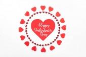 Nézd meg felülről körök piros szív szimbólum elszigetelt fehér, a Boldog Valentin-napot betűkkel készült