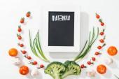 Fotografie Chalk Rady s nápisem menu mezi rajčata, brokolice, cibule a česnek