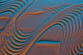 felülnézet textúrájú homokos háttérrel, színes szűrővel és absztrakt hullámok