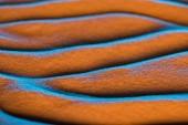 Fotografie zavření zobrazení texturovaného povrchu písku pomocí vln a filtru barev