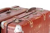 közelről kilátás két Vintage barna bőr bőröndök elszigetelt fehér