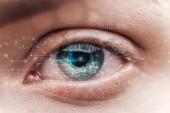 zblízka pohled na lidské zelené oko s daty ilustrace, koncepce robotů