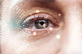 Zavřít pohled na lidské oko s daty ilustrace, koncepce robotů